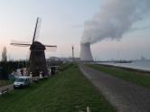 Una central nuclear y la ampliación del puerto de Amberes provocaron el progresivo abandono de Doel, un municipio hoy tomado por grafiteros. 2012