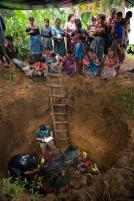 Exhumación en Panatzan, Santa Apolonia (Chimaltenango).